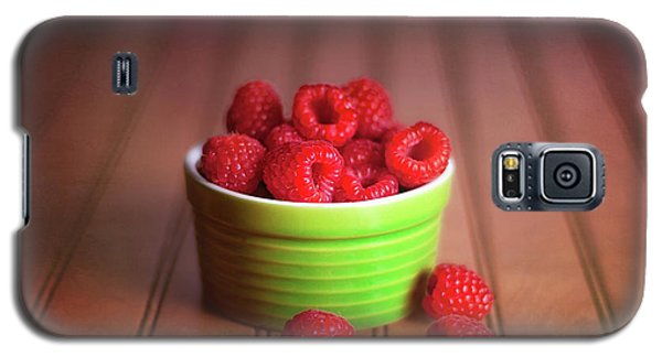 Red Raspberries Still Life Galaxy S5 Case by Tom Mc Nemar
