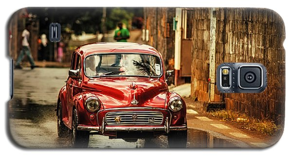 Red Retromobile. Morris Minor Galaxy S5 Case by Jenny Rainbow