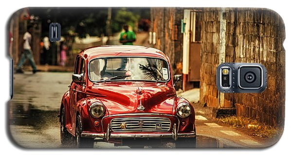 Red Retromobile. Morris Minor Galaxy S5 Case