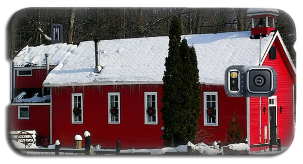 Red Schoolhouse At Christmas Galaxy S5 Case by Desiree Paquette