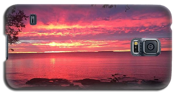 Galaxy S5 Case featuring the photograph Red Sky At Night by Paula Brown