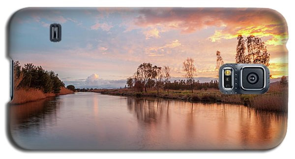 Red Sunset On The Pond Galaxy S5 Case