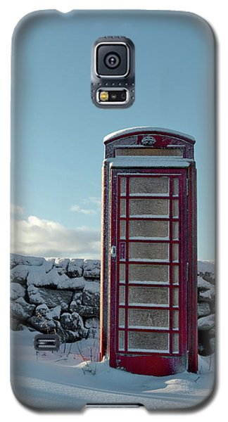 Red Telephone Box In The Snow IIi Galaxy S5 Case