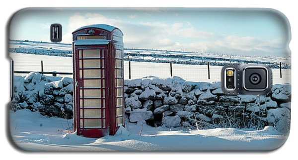Red Telephone Box In The Snow V Galaxy S5 Case