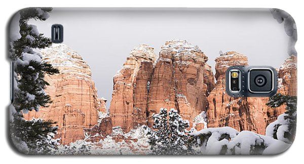 Red Towers Under Snow Galaxy S5 Case