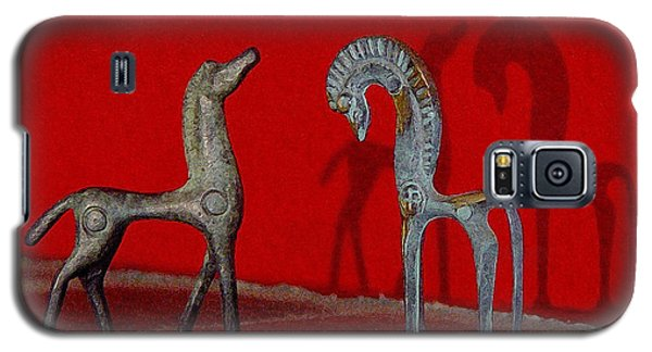Red Wall Horse Statues Galaxy S5 Case