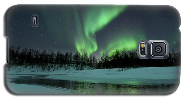 Landscapes Galaxy S5 Case - Reflected Aurora Over A Frozen Laksa by Arild Heitmann