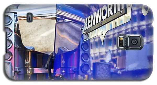 Reflecting On A Kenworth Galaxy S5 Case