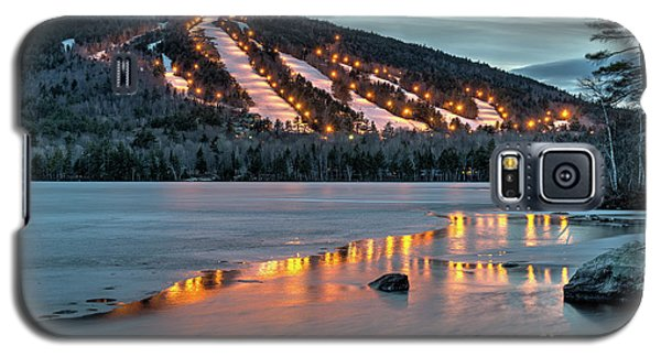 Galaxy S5 Case featuring the photograph Reflecting On Moose Pond by Paul Noble