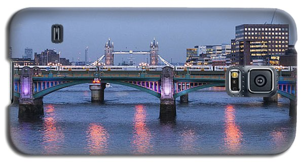 Galaxy S5 Case featuring the photograph Reflecting On The Thames by David Isaacson