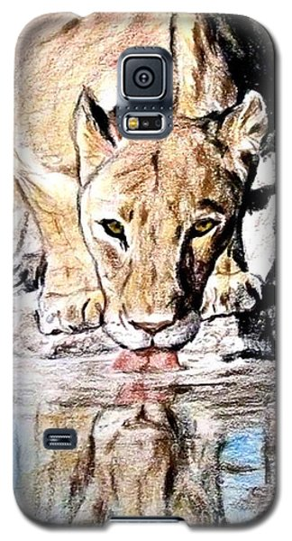 Galaxy S5 Case featuring the drawing Reflection Of A Lioness Drinking From A Watering Hole by Jim Fitzpatrick