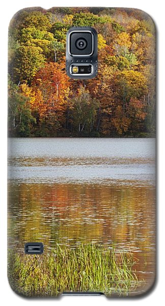 Reflection Of Autumn Colors In A Lake Galaxy S5 Case