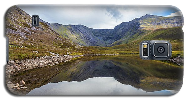 Galaxy S5 Case featuring the photograph Reflection Of Macgillycuddy's Reeks And Carrauntoohil In Lough E by Semmick Photo