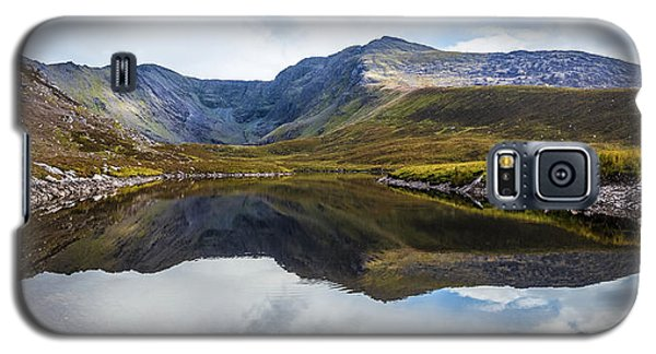 Galaxy S5 Case featuring the photograph Reflection Of The Macgillycuddy's Reeks In Lough Eagher by Semmick Photo