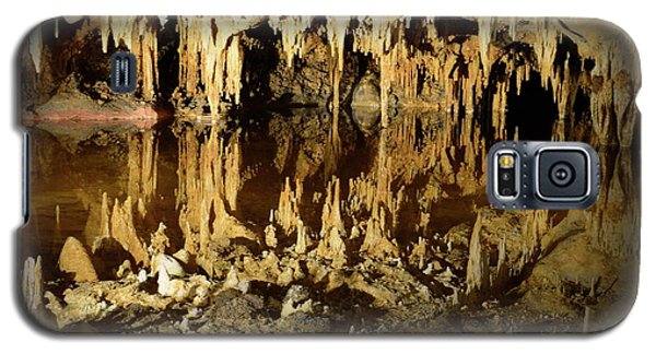 Galaxy S5 Case featuring the photograph Reflections Of Dream Lake At Luray Caverns by Paul Ward