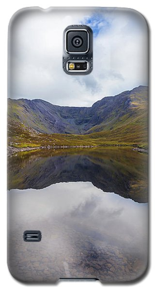Galaxy S5 Case featuring the photograph Reflections Of The Macgillycuddy's Reeks In Lough Eagher by Semmick Photo