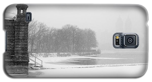 Galaxy S5 Case featuring the photograph Reservoir Snow Central Park by Dave Beckerman