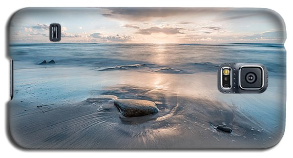 Galaxy S5 Case featuring the photograph Resonate by Alexander Kunz