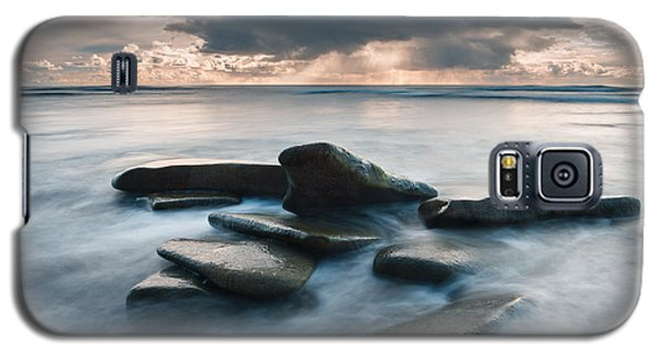 Galaxy S5 Case featuring the photograph Response by Alexander Kunz