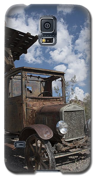 Galaxy S5 Case featuring the photograph Rest Stop by Annette Berglund
