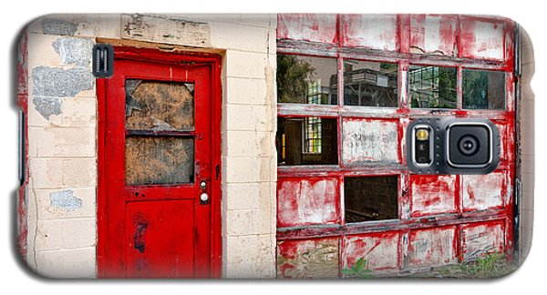 Galaxy S5 Case featuring the photograph Retired Garage by Christopher Holmes