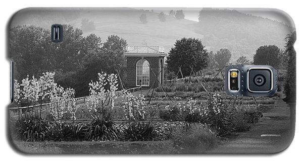 Galaxy S5 Case featuring the photograph Retreat by Eric Liller