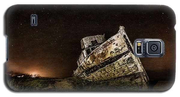 Galaxy S5 Case featuring the photograph Reyes Shipwreck by Everet Regal