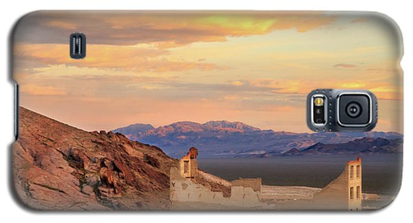 Galaxy S5 Case featuring the photograph Rhyolite Bank At Sunset by James Eddy