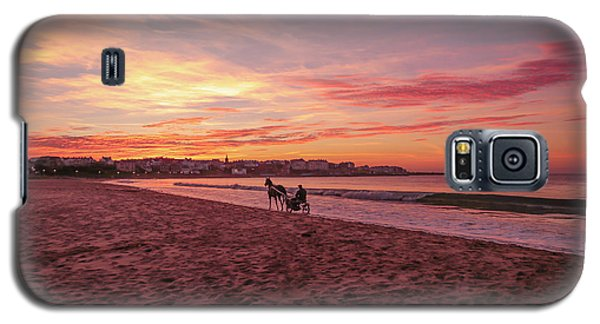 Galaxy S5 Case featuring the photograph Riding Home by Roy McPeak