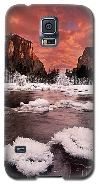 Galaxy S5 Case featuring the photograph Rime Ice On The Merced River Yosemite National Park by Dave Welling