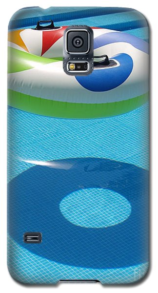 Galaxy S5 Case featuring the photograph Ring In A Swimming Pool by Michael Canning