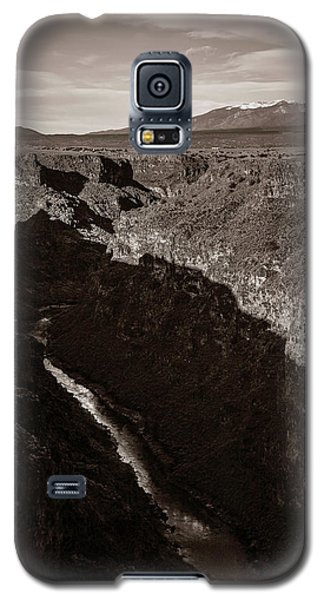 Galaxy S5 Case featuring the photograph Rio Grande River Taos by Marilyn Hunt