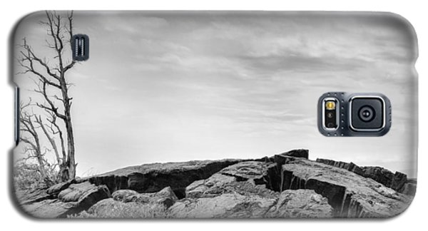 Galaxy S5 Case featuring the photograph Rise by Ryan Manuel