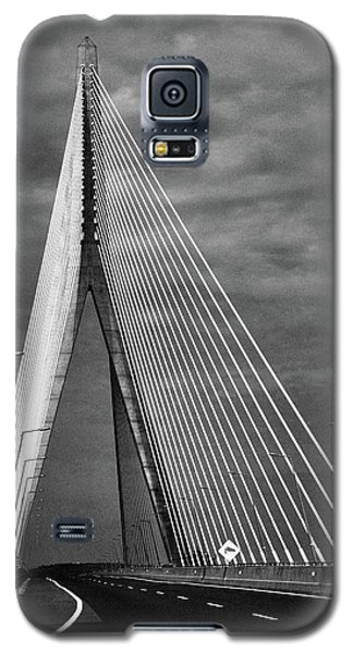 Galaxy S5 Case featuring the photograph River Suir Bridge. by Terence Davis