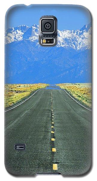 Sangre De Cristo Galaxy S5 Case - Road To The Sangre De Cristo Mountains by Aaron Spong