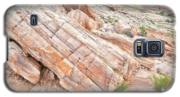 Galaxy S5 Case featuring the photograph Roadside Sandstone In Valley Of Fire by Ray Mathis