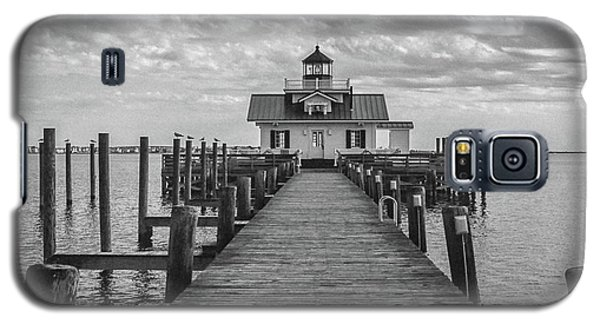 Galaxy S5 Case featuring the photograph Roanoke Marshes Light by David Sutton