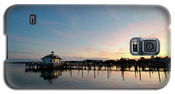 Galaxy S5 Case featuring the photograph Roanoke Marshes Lighthouse At Dusk by David Sutton