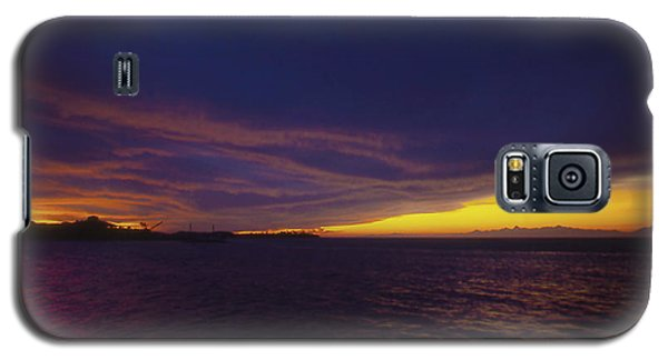 Galaxy S5 Case featuring the photograph Roatan Sunset by Stephen Anderson