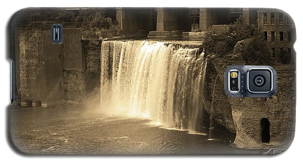 Galaxy S5 Case featuring the photograph Rochester, New York - High Falls Sepia by Frank Romeo