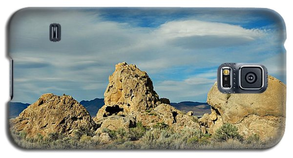 Galaxy S5 Case featuring the photograph Rock Formations At Pyramid Lake by Benanne Stiens