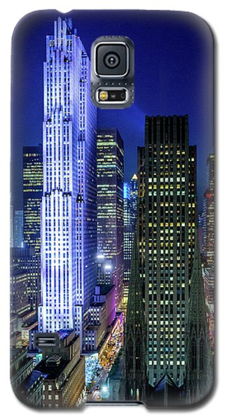 Galaxy S5 Case featuring the photograph Rockefeller At Night by M G Whittingham