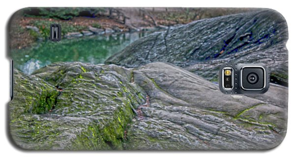 Rocks At Central Park Galaxy S5 Case by Sandy Moulder