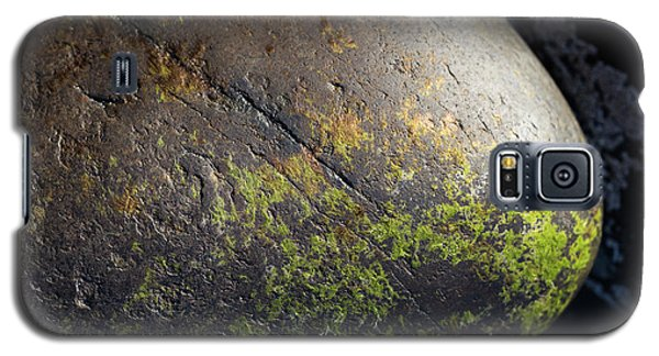 Galaxy S5 Case featuring the photograph Rocks From Talisker Beach 3 by Davorin Mance