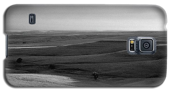 Galaxy S5 Case featuring the photograph Rolling Hills by Thomas Bomstad