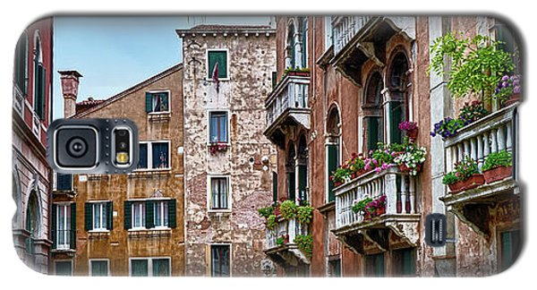 Gondola Ride Surrounded By Vintage Buildings In Venice, Italy Galaxy S5 Case