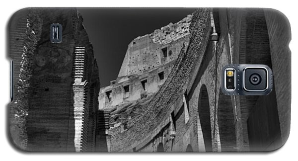 Galaxy S5 Case featuring the photograph Rome - The Colosseum 001 Bw by Lance Vaughn
