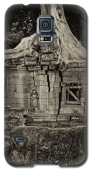 Galaxy S5 Case featuring the photograph Roots In Ruins 5, Ta Prohm, 2014 by Hitendra SINKAR