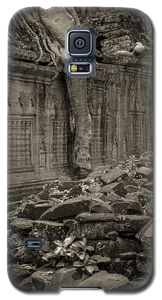 Galaxy S5 Case featuring the photograph Roots In Ruins 6, Ta Prohm, 2014 by Hitendra SINKAR