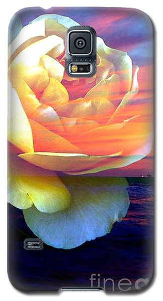 Roses Basking In A Ocean Sunset Galaxy S5 Case